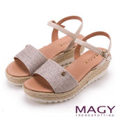 MAGY 時尚穿搭必備款 特殊布料+牛皮麻編楔型涼鞋-粉紅