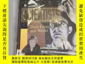 二手書博民逛書店Scientists:罕見v. 5: Their Lives a