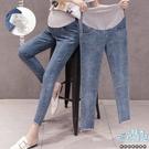 百搭素面褲腳毛邊高腰孕婦【腰圍可調】牛仔褲 兩色 【CRH025205】孕味十足 孕婦裝