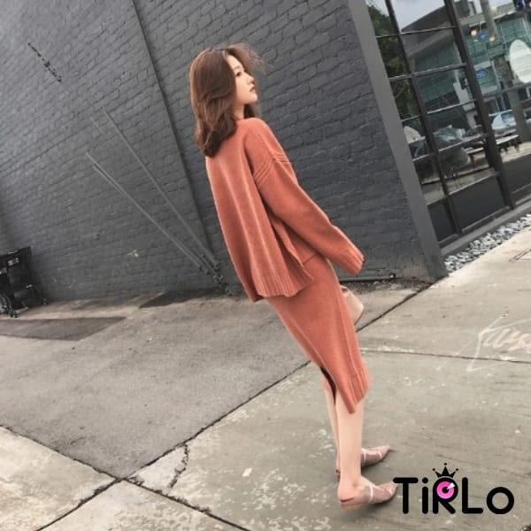 套裝 -Tirlo-前短後長針織長裙套裝-三色(現貨)