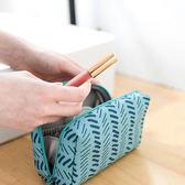✭慢思行✭【B10-2】帆布印花化妝包 防水 便攜 出差 旅遊 可愛 收納袋 防塵 拉鍊 置物 旅行