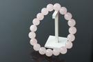 粉晶 10MM 又稱薔薇水晶。具有可以招桃花,帶來異性緣的文化底蘊是著名的愛情寶石。A403