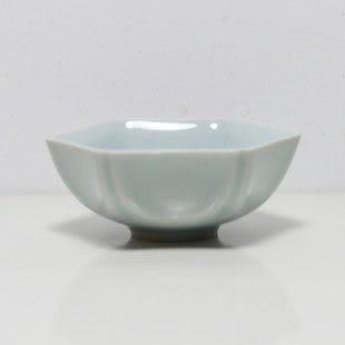 青瓷小茶杯