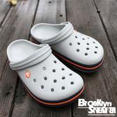 Crocs 灰色 藍 橘條 洞洞  涼鞋 男 (布魯克林) 2017/11月 1101601U