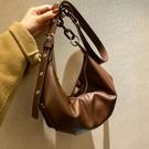 高級質感軟皮包包女2021新款潮百搭爆款斜背包小眾設計側背餃子包 嬡孕哺