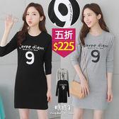 【五折價$225】糖罐子韓品‧圓領英字數字9印圖長版上衣→預購【E50960】
