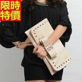真皮手拿包-時尚鉚釘名媛晚宴女信封包2色66g17【巴黎精品】