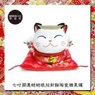 摩達客 農曆新年春節◉七吋開運瞇瞇眼招財貓陶瓷糖果罐擺飾桌飾(含坐墊)