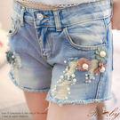 褲子 花朵珍珠刷破造型牛仔短褲-Ruby...