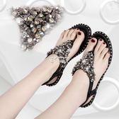 夏季鉚釘水鑽夾趾涼鞋女新款亮片鬆緊帶平底夾腳羅馬涼鞋 俏腳丫