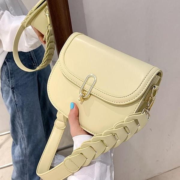 斜背包 今年流行包包2021新款時尚潮質感小眾側背女包簡約百搭斜背馬鞍包 童趣屋 618狂歡