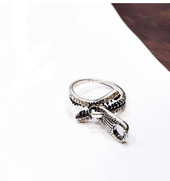 Qmigirl 韓版復古鑲鋯石拉鍊戒指【QG1956】
