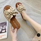 拖鞋女夏外穿新款蝴蝶結一字拖牛筋平底軟防滑孕婦沙灘涼拖鞋 一米陽光