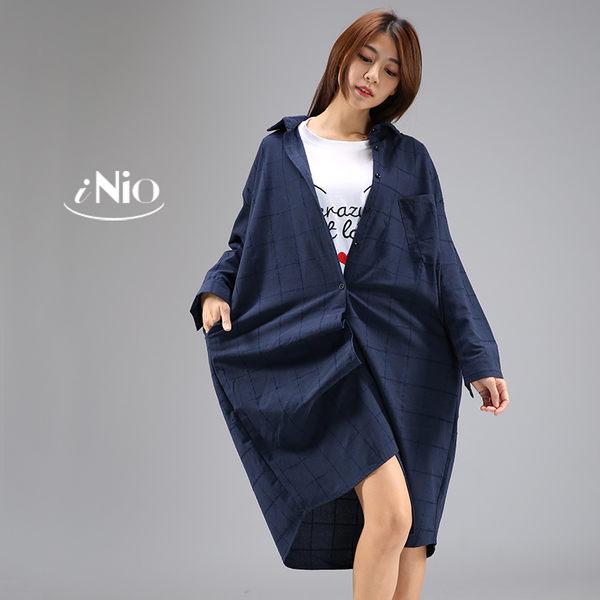 簡約格紋寬鬆長版襯衫外套洋裝連衣裙(S-XL適穿)★  現貨快出【T7W3053】 iNio 衣著美學