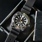 SEIKO 精工 / 4R35-01V0SD / PROSPEX 自動上鍊日期防水潛水機械矽膠手錶 黑x金 44mm