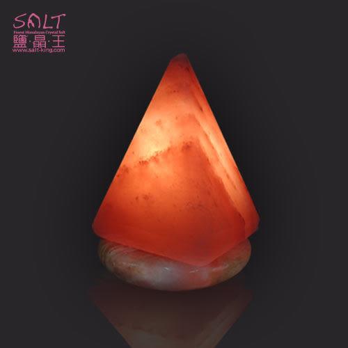 鹽燈專家-療癒系商品‧USB金字塔造型小鹽燈(1入),可擺放辦公桌,電腦旁,讓您財富福運滿滿。