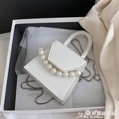 小方包 迷你小包包女2020新款潮百搭ins斜背錬條包側背小方包珍珠手提包 愛麗絲