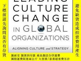 二手書博民逛書店Leading罕見Culture Change in Global Organizations: Aligning