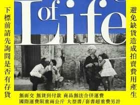 二手書博民逛書店生命的意義是三百位智者的產物。The罕見Meaning of L