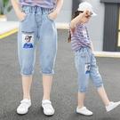 女童牛仔褲 女童夏裝牛仔七分褲兒童中大童薄款短褲中褲休閒運動女孩洋氣-Ballet朵朵