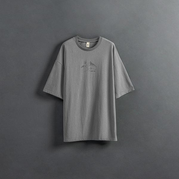 Queen Shop【01038844】親子系列 山脈線條印圖T 1/2/3/4*現+預*