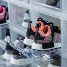 堅固耐用,可承重100公斤 可自由推疊,活用空間,展現一致外觀 透明掀蓋式門片,清楚展示球鞋美感