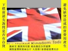 二手書博民逛書店The罕見United Kingdom Today 今天的英國(
