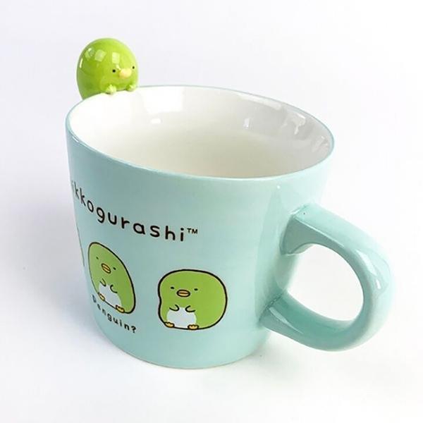 小禮堂 角落生物 企鵝 造型陶瓷馬克杯 寬口杯 咖啡杯 陶瓷杯 (綠 杯邊玩偶) 4974413-76889