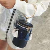 水桶包 新款潮百搭迷你時尚韓版流蘇鏈條單肩水桶包LJ7879『miss洛羽』