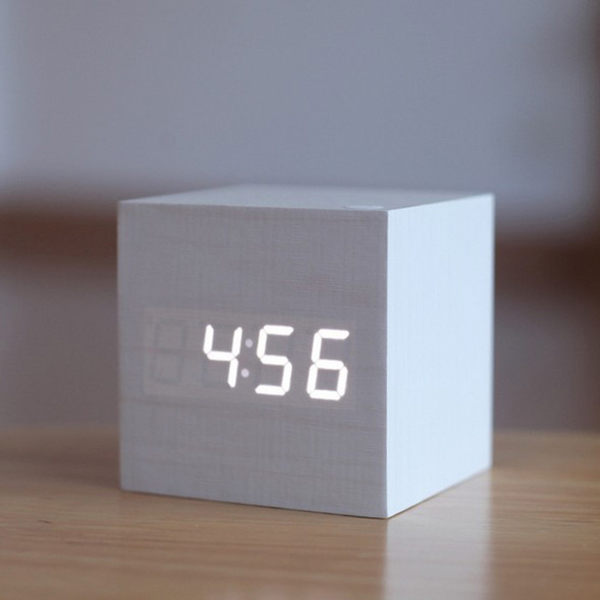 鬧鐘LED創意聲控數碼電子鬧鐘靜音學生夜光床頭正方形可愛木質鐘 〖米娜小鋪〗