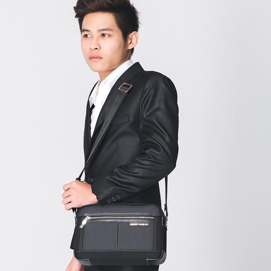手提包 金安德森 都會暖男 商務型橫式小款拉鍊斜側包-灰黑