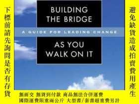 二手書博民逛書店Building罕見the Bridge As You Walk On It: A Guide for Leadi