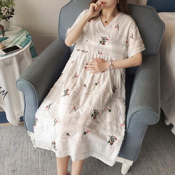 兩件式刺繡寬鬆V領孕婦洋裝 白色【CUH252601】孕味十足 孕婦裝