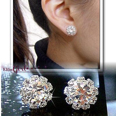 【Q20A44】魔衣子-時尚閃亮太陽花造型鑽石耳環