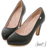 Ann'S優雅曲線-前防水台金色小愛心跟鞋 黑