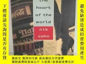 二手書博民逛書店The罕見Heart of the World by Nik C