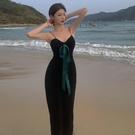 露背洋裝 V領吊帶裙女夏法式長裙修身顯瘦性感露背針織赫本風連身裙小黑裙 寶貝計畫 618狂歡
