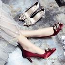 婚鞋女2020春新款單鞋女細跟尖頭高跟鞋水鑚珍珠搭扣淺口鞋香檳色「時尚彩紅屋」