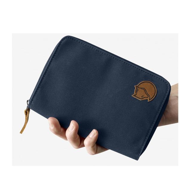 【Fjallraven北極狐】Passport Wallet 旅行護照錢包-030深灰/ 560海軍藍(FR24220)