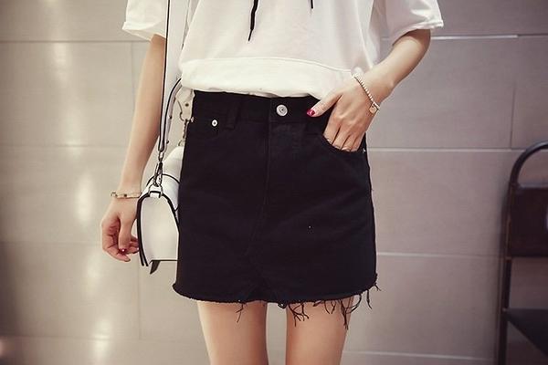FINDSENSE MD 韓國時尚 女 潮 休閒 百搭 黑白純色磨邊 牛仔短裙