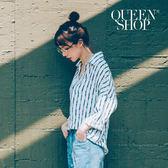 Queen Shop【01095703】 大V領皮帶印花造型上衣*預購*