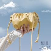 零錢小包包手機包夏季斜挎包潮女百搭餃子云朵包褶皺【極簡生活】