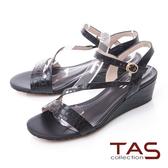 TAS壓紋牛皮曲線繫帶楔型涼鞋-質感黑