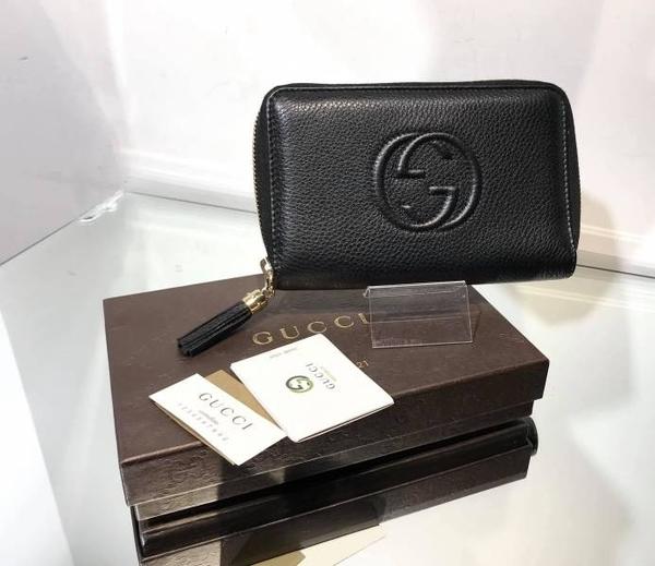 ■現貨在台■專櫃55折■Gucci Soho 351486 荔枝紋牛皮浮雕圖騰拉鍊中夾 黑色