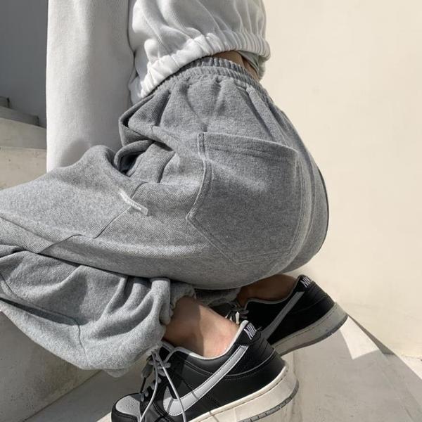 灰色寬管褲女春秋季2021新款寬鬆直筒高腰垂感休閒束腳衛褲運動褲 漫步雲端