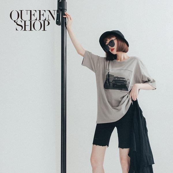 Queen Shop【01038448】黑白相片復古印花上衣 兩色售*現+預*