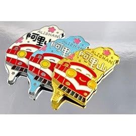 【收藏天地】台灣紀念品*島型 阿里山火車-(3色)鋅合金冰箱貼