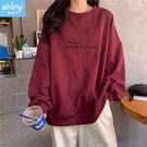 【V9284】shiny藍格子-秋意美序.圓領英文字母印花寬鬆長袖上衣