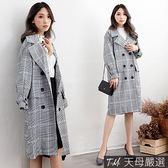【天母嚴選】優雅氣息翻領排釦雙口袋格紋長版大衣外套(共二色)