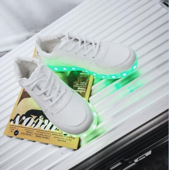 找到自己品牌 男士簡約新品充電發光鞋 情侶滑板鞋 休閒鞋